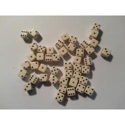 Set de 45 dés 6 faces 7 mm blanc opaque