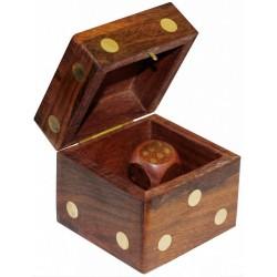 Boîte en forme de dé avec 5 dés en bois