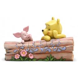 Figurine Disney Tradition Winnie et Porcinet pensent sur un tronc d'arbre - Pohh and Piglet by Log