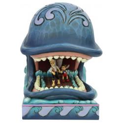 Figurine Disney Tradition Pinocchio et Geppetto dans la baleine