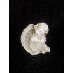 Figurine ange endormi tête avec la tête posée sur ses genoux
