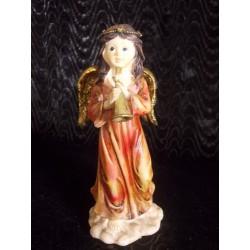 Figurine ange rouge musicienne avec clarinette