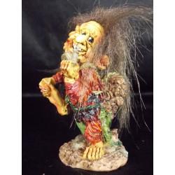 Figurine troll avec escargot