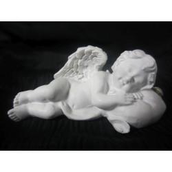 Figurine ange allongé sur un coeur droite